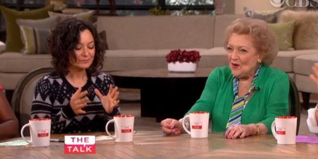 The Hosts on Kanye West, Chris Brown's Woes And Betty White Visits The Talk (3/18)