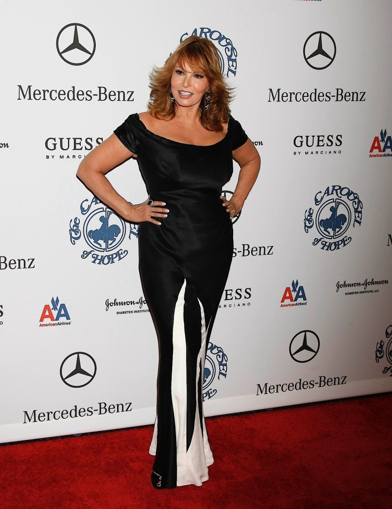 Raquel Welch attending the 15TH CAROUSEL OF HOPE BALLBEVERLY HILTON HOTEL, BEVERLY HILLS, CA. OCT 15, 2002 PHOTO BY: ED GELLER EGI/GLOBE PHOTOS