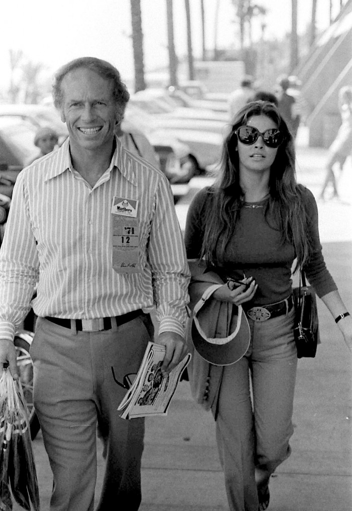 RAQUEL WELCH WITH FRINED JAMES AUBREY AT 500 RACE, CA. 9/5/1971. PHOTO BY PHIL ROACH/IPOL/GLOBE PHOTOS, INC.