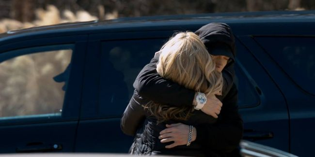 Eminem's New 'Headlights' Video Is An Apology to His Mom  VIDEO