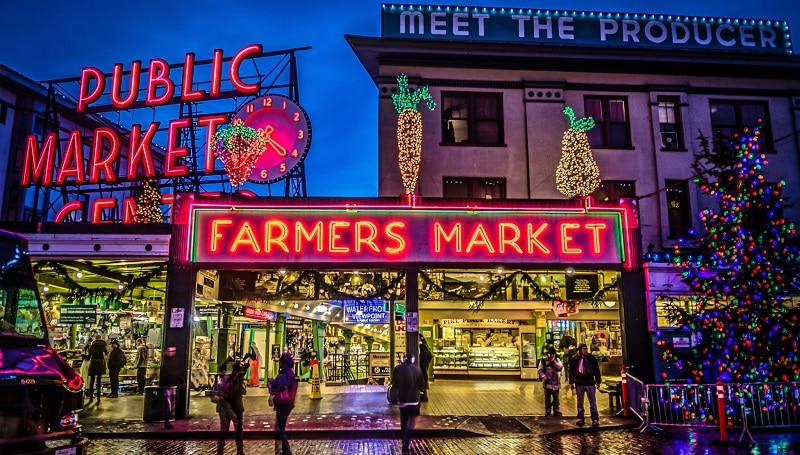 The entrance to Pike Place Market in the evening at Christmas time with neon signs