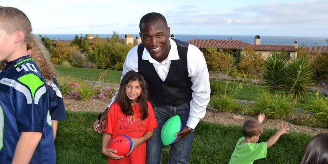 Seattle Seahawks Running Back Derrick Coleman, Jr. Supports Children Born With Microtia