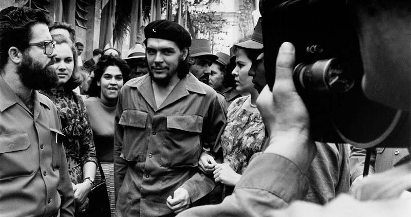 Che Guevara surrounded by people