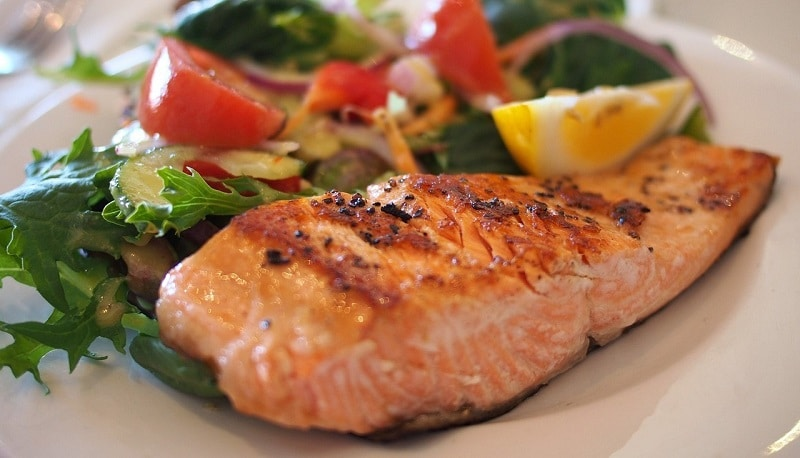 Cooked salmon with salad