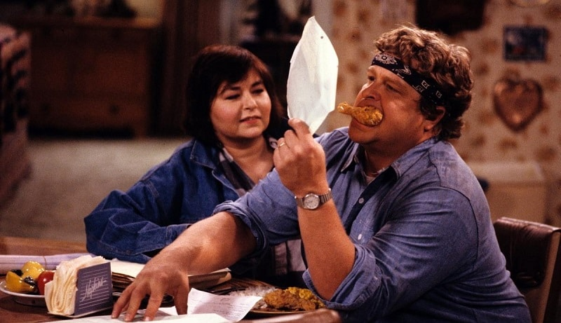 Dan and Roseanne on the set of Roseanne