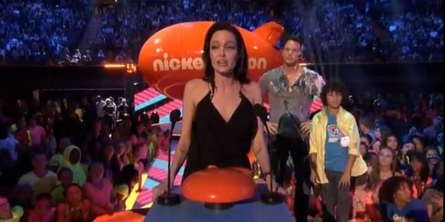 "Angelina Jolie Lauds ""Different"" Kids At Nick Award Show  VIDEO"