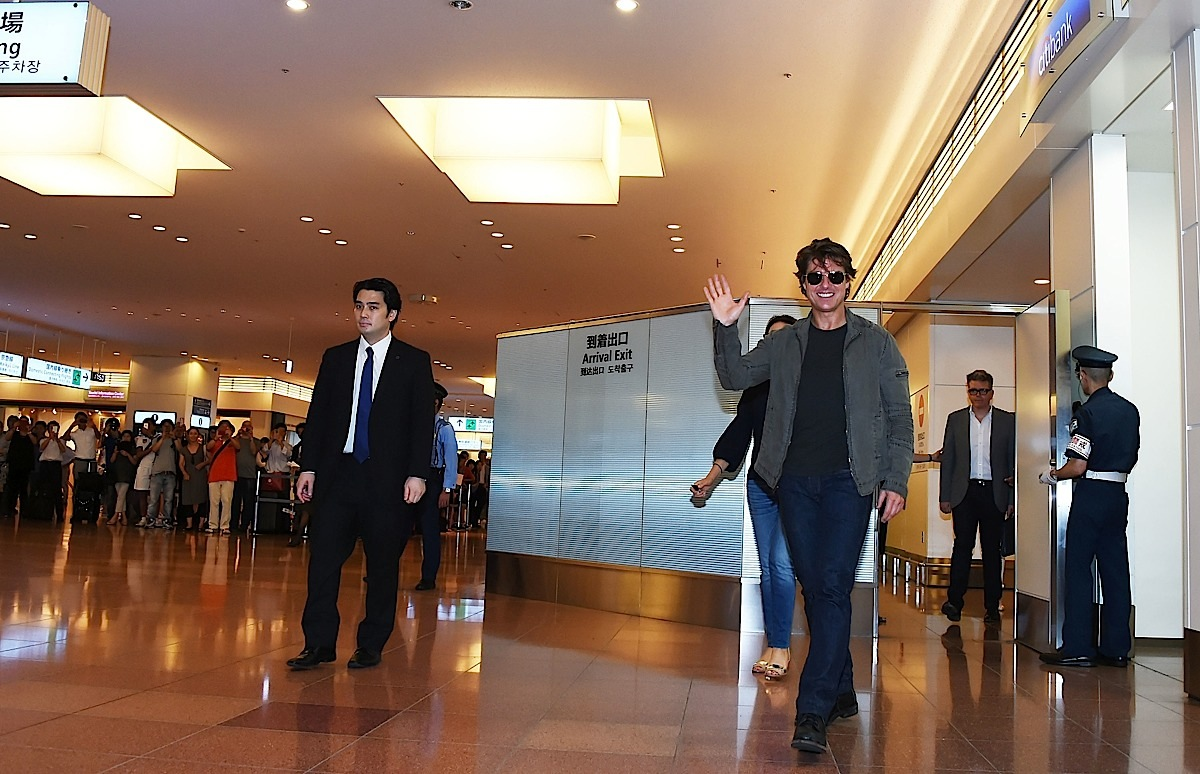 TOKYO, JAPAN - JULY 31: Tom Cruise arrives in support of the 'Mission: Impossible - Rogue Nation' World Press Tour at Haneda Airport on July 31, 2015 in Tokyo, Japan. (Photo by Jun Sato/Getty Images for Paramount Pictures International) *** Local Caption *** Tom Cruise