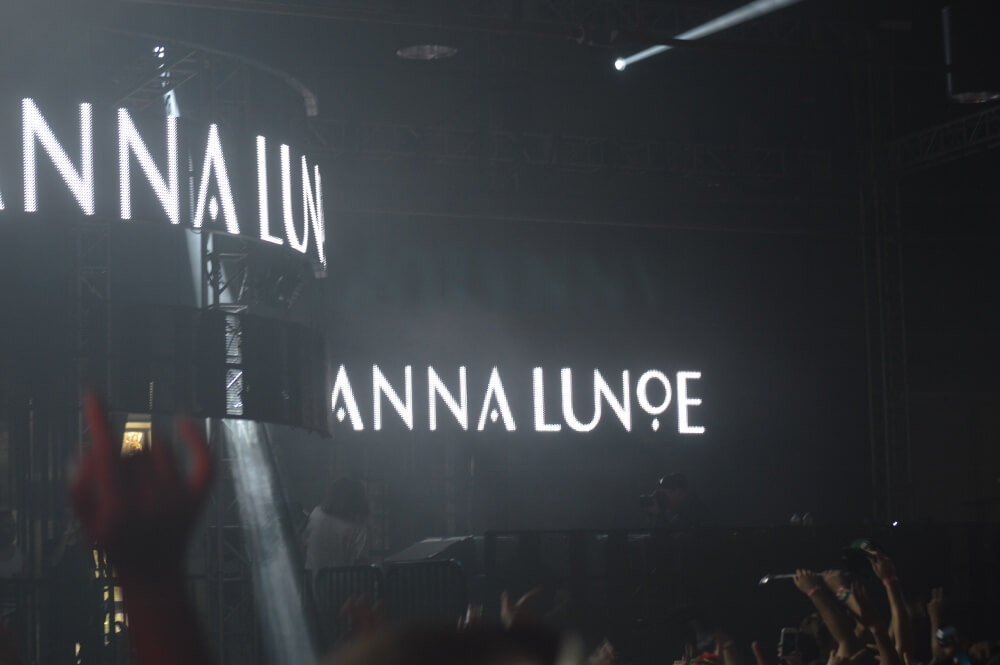 Anna Lunoe - Brian Anderson Monsters and Critics 2015 ©