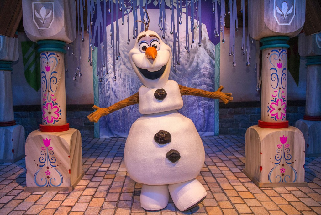 "OLAF'S SNOW FEST (ANAHEIM, Calif.) – Guests may share warm hugs with Olaf the snowman and build their own snowmen in an expansive snow play area inside ""Olaf's Snow Fest"" at Disney California Adventure Park. It's all part of Holidays at the Disneyland Resort, which runs from Nov. 13, 2015 through Jan. 6, 2016. During this merry season, Disneyland Park transforms into a dazzling winter wonderland with beautiful décor and the return of ""it's a small world"" Holiday and Haunted Mansion Holiday. This year, the Diamond Celebration adds more sparkle to the holiday entertainment with the ""Paint the Night"" parade and ""Disneyland Forever"" fireworks spectacular. (Paul Hiffmeyer/Disneyland Resort)"