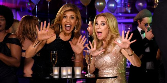 Auld Lang Syne With NBC's Kathie Lee Gifford and Hoda Kotb