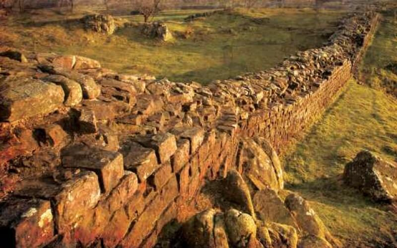 Great Walls and Linear Barriers by Peter Spring