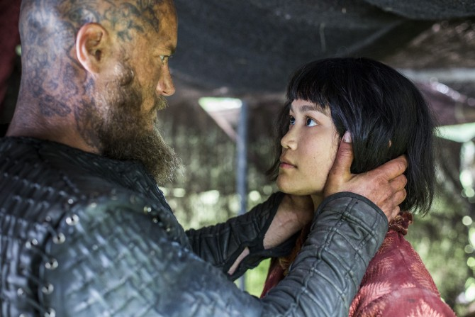 Vikings-Season-4-Episode-7-Ragnar-Travis-Fimmel-and-Yidu-Dianne-Doan-670x447