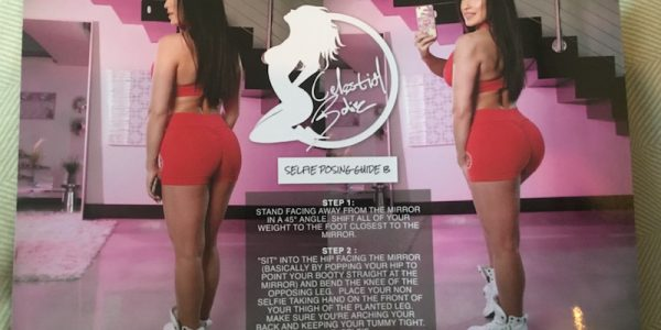 This girl's new leggings came with a guide for taking BUTT SELFIES