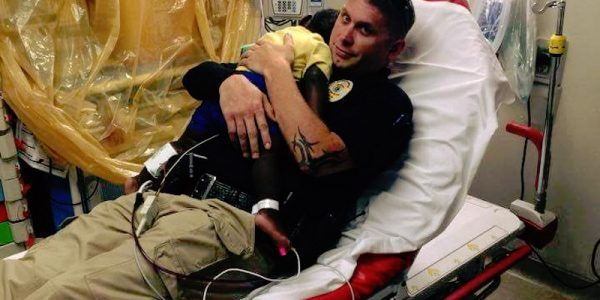 A toddler was terrified and alone. What this police officer did? Beautiful