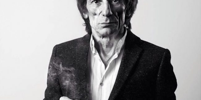 Ronnie Wood quits smoking after FIFTY years