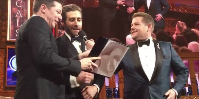 Sean Hayes and Jake Gyllenhaal sing A Whole New World at the Tonys