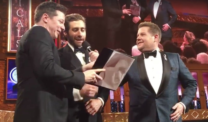 Sean Hayes and Jake Gyllenhaal singing A Whole New World with Tony Awards host James Corden