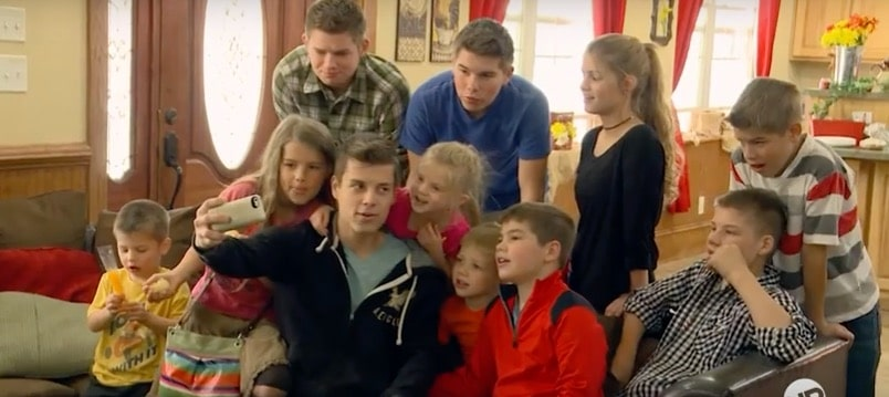 Bringing Up Bates: Home alone as Kelly Jo and Gil take a trip