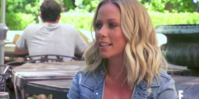 Kendra meets the ladies for lunch on this week's Hollywood & Football