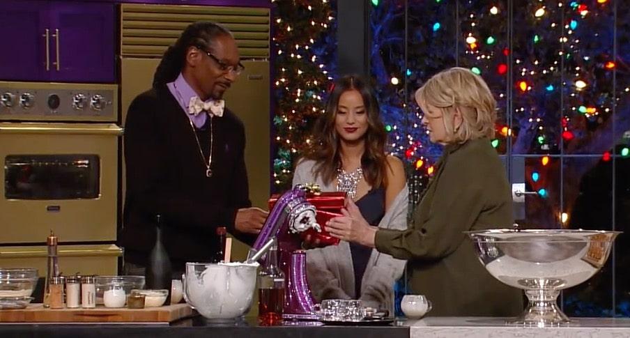 Martha & Snoop's Potluck Dinner Party