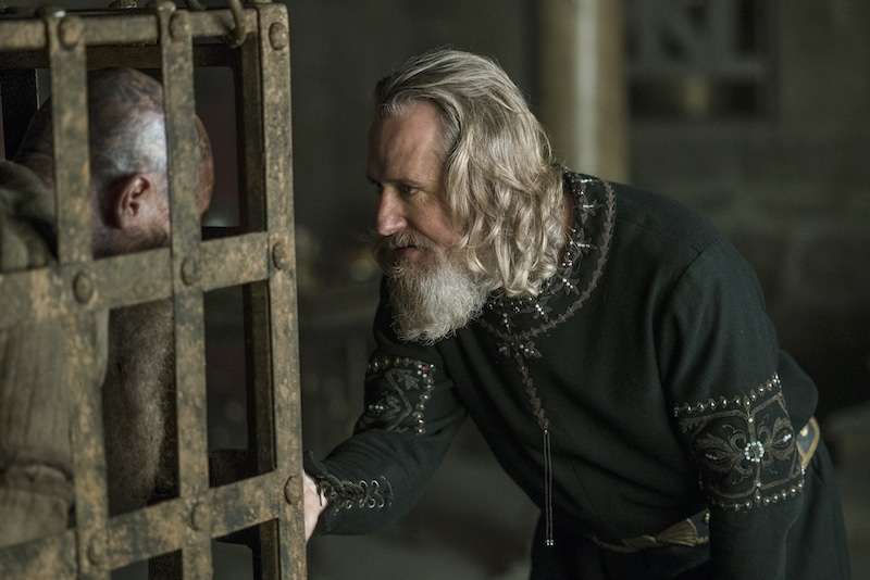 Ragnar (Fimmel) talks to King Ecbert (Roache) before he meets his fate