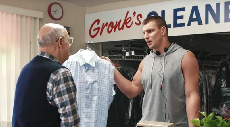 Rob Gronkowski serves Jeffrey Tambor in the 2017 Tide Super Bowl commercial