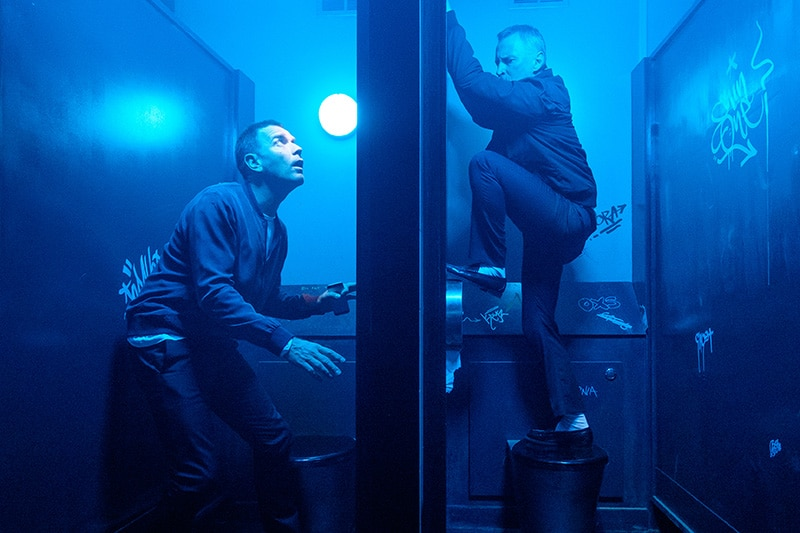Mark Renton (Ewan McGregor) and Begbie (Robert Carlyle) in toilets at nightclub in TriStar Pictures' T2 TRAINSPOTTING