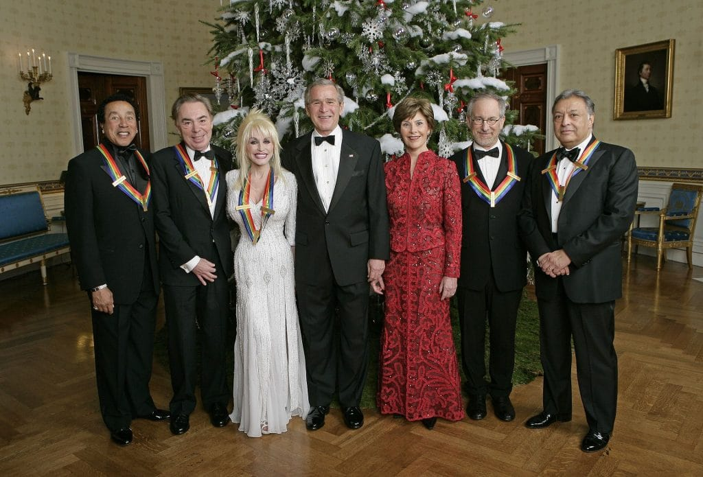 Dolly Parton with former U.S. President George W. Bush and Former First Lady Laura Bush, with the Kennedy Center honorees
