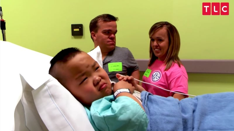 Alex preparing to have surgery as mom Amber and dad Trent comfort him on 7 Little Johnstons
