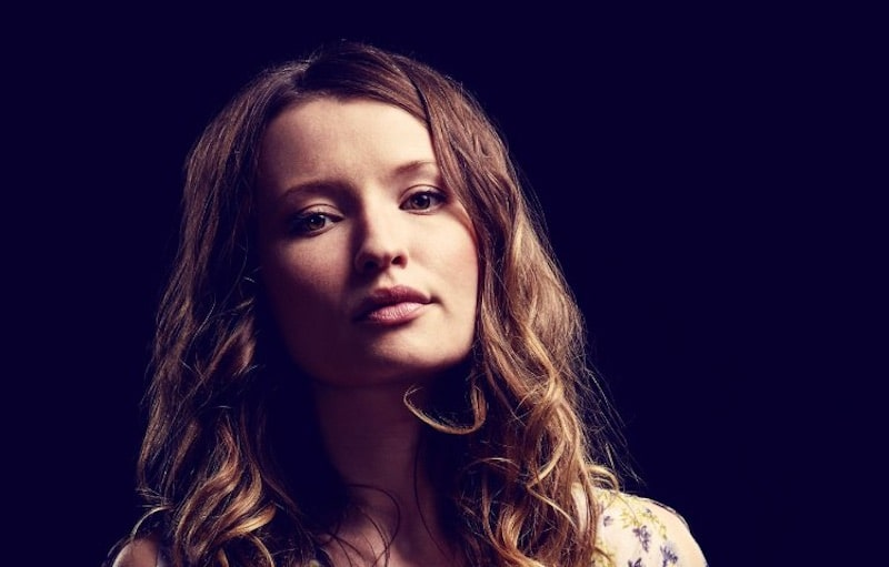 Headshot of Emily Browning as Laura Moon