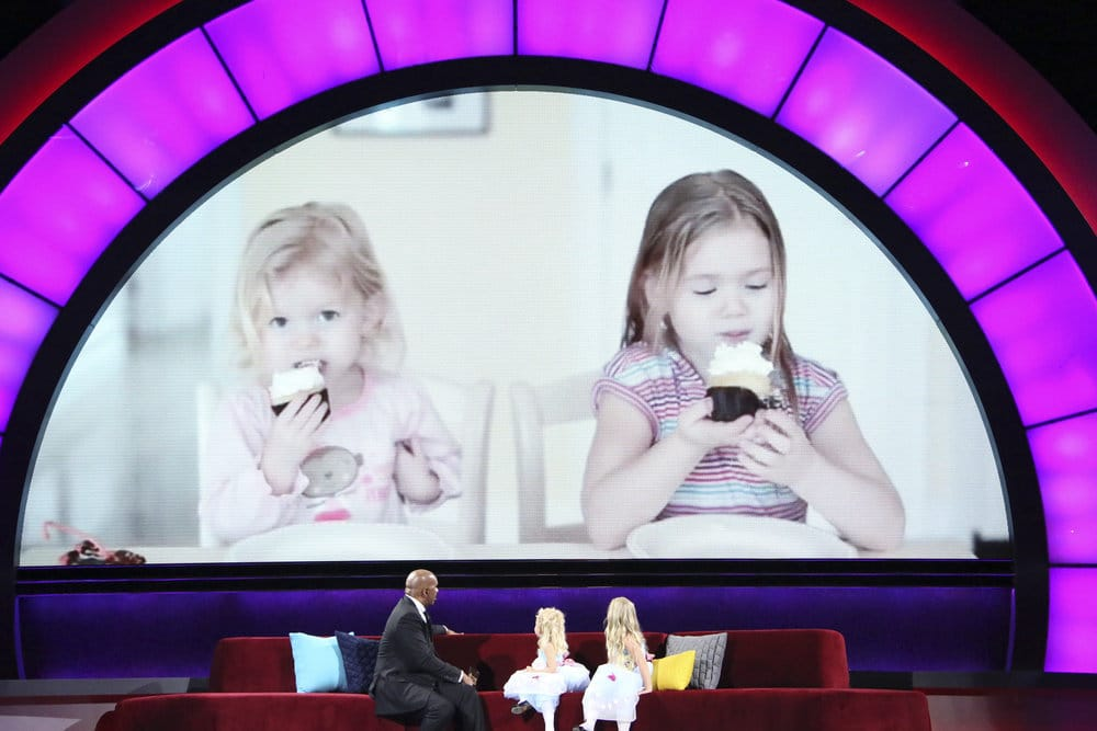 Gender reveal cupcake sisters Grace and Giuliana on Little Big Shots