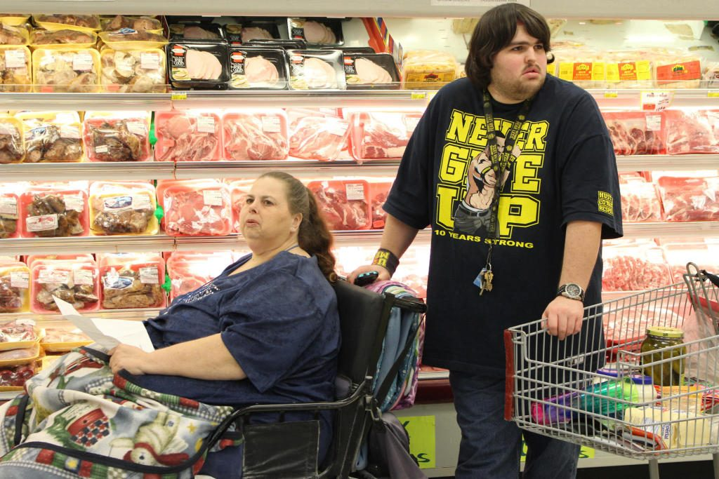 Pauline Potter and her son Dillon in a supermarket on My 600-lb Life: Where Are They Now?