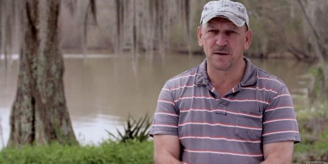 Swamp People's Dwaine nearly gets bit, Troy's last gator is a giant, and new Everglades special is revealed