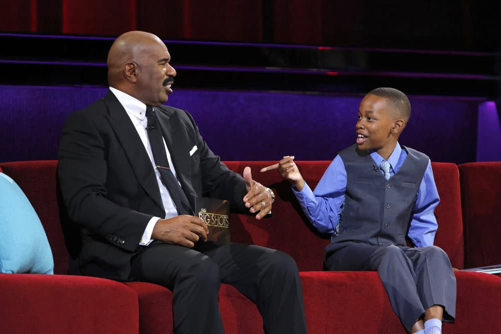 King Nahh pointing at Steve Harvey while making him laugh on Little Big Shots