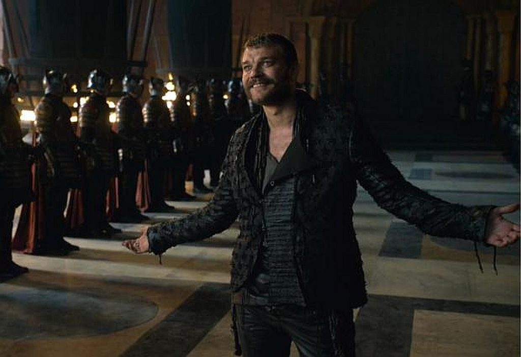 Euron holding his arms out