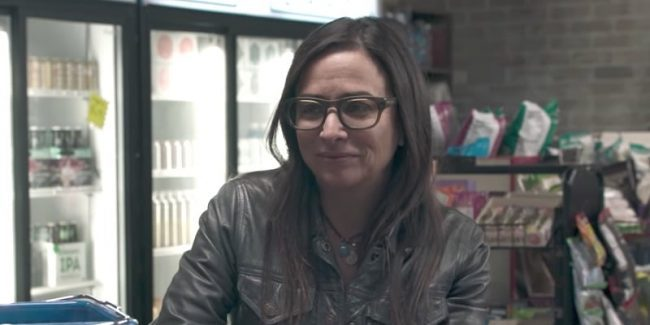 Pamela Adlon as Sam talking to a cashier on Better Things Season 2