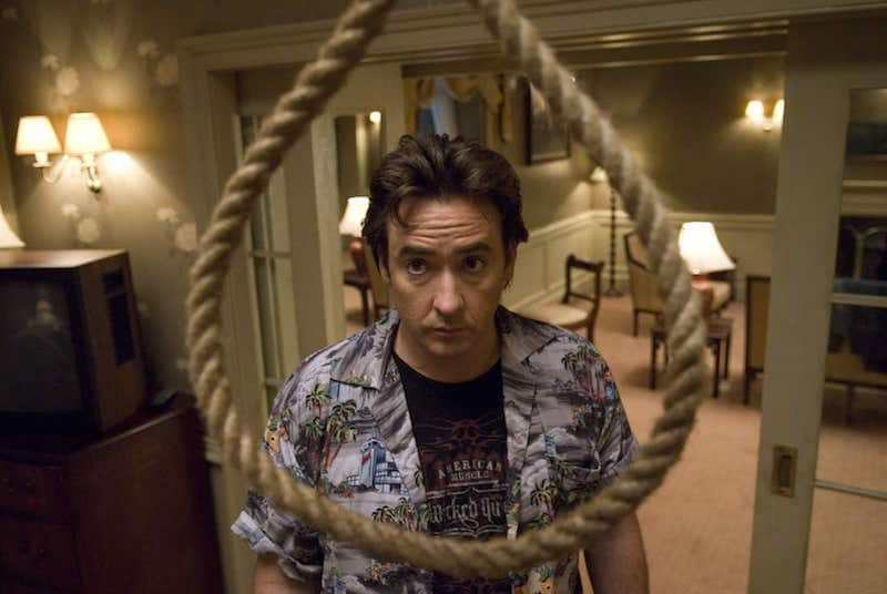John Cusack looks at a noose hanging from the ceiling in 1408