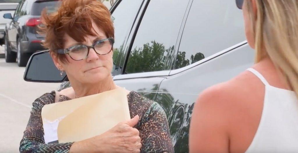Barbara talking to Jenelle friend outside court on Teen Mom 2