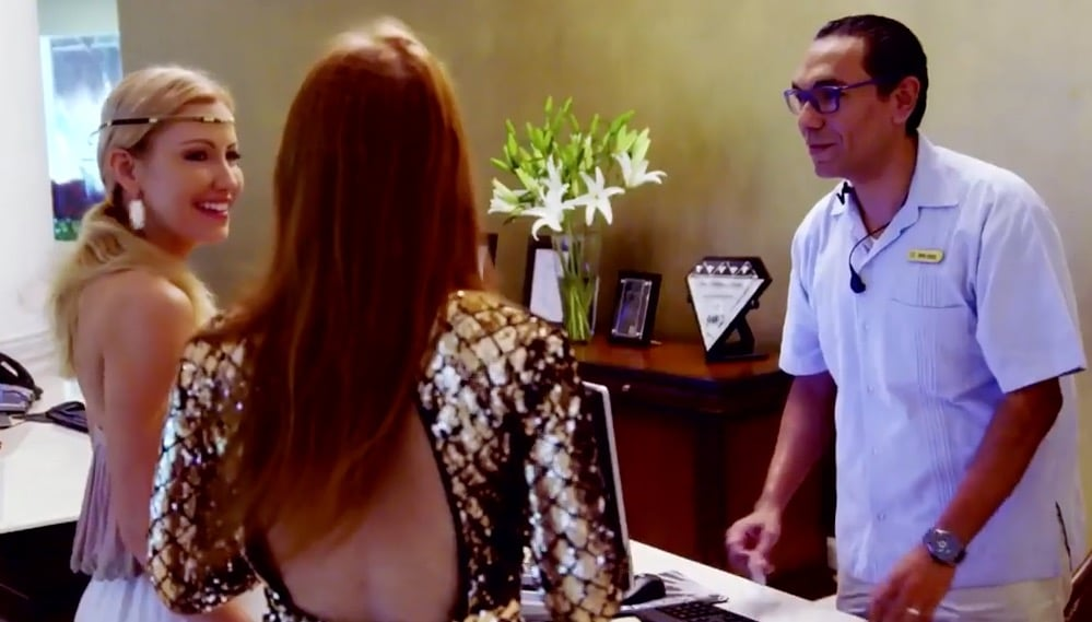The hotel receptionist is pretty easy to fool