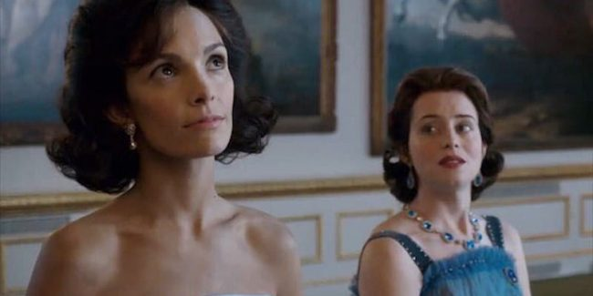 Jodi Balfour as Jackie Kennedy standing next to Clair Foy as the Queen