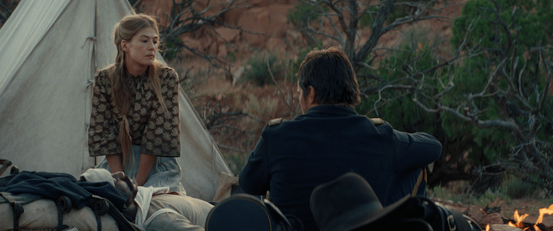 Rosamund Pike and Christian Bale in Hostiles