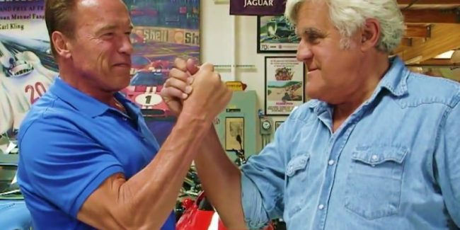 Arnold Schwarzenegger and Jay Leno arms wrestle