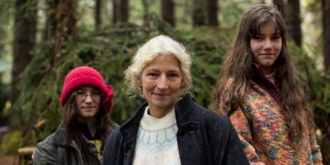 Snowbird Brown, Ami Brown and Rain Brown on Alaskan Bush People