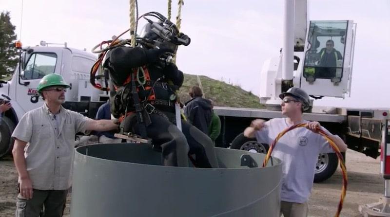 Mike Huntley preparing to dive