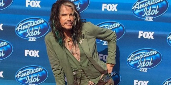 Steven Tyler poses for an American Idol photo