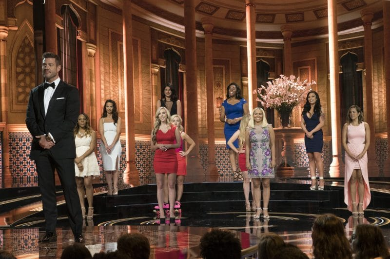 Jesse Palmer and the 10 contestants on The Proposal