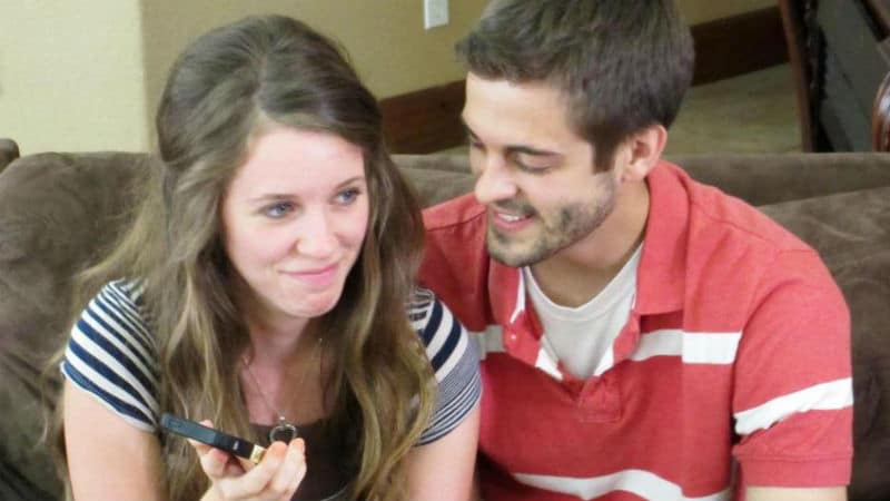 Jill Duggar and Derick Dillard holding a phone on Counting On