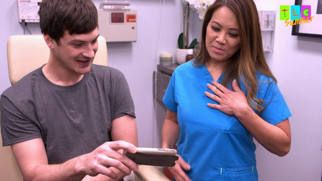 Nick shows off his home video of him removing a lipoma and Dr. Lee gets quite irate