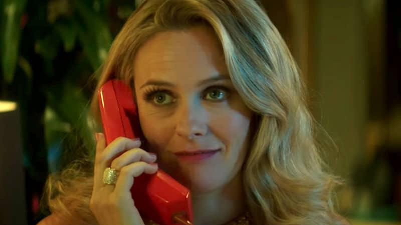 Alicia Silverstone as Bonnie Nolan in American Woman