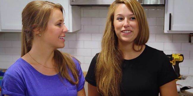Jana and Laura during a Counting On confessional